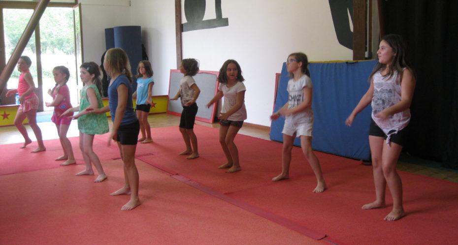 activité danse dans la salle cirque