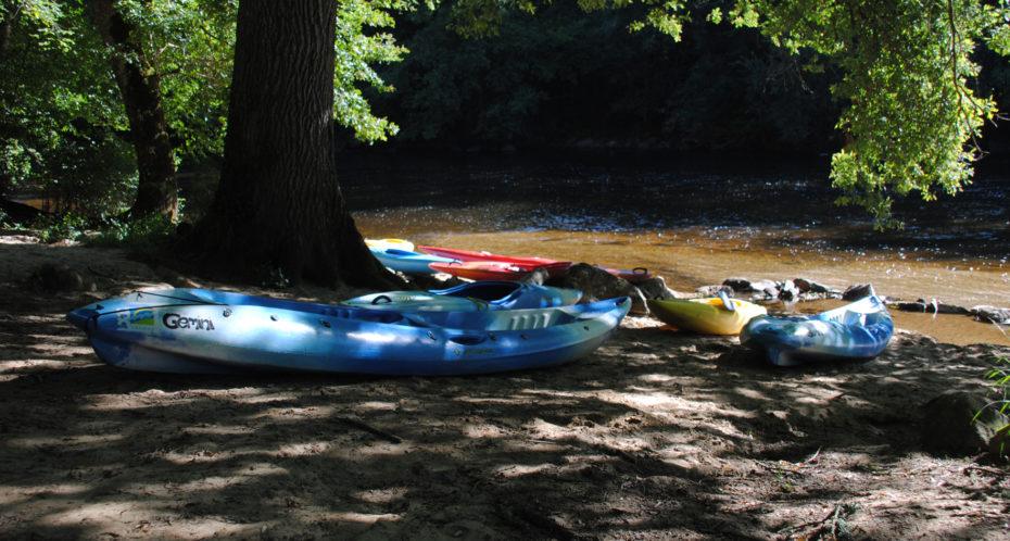 kayaks au bord de la Gartempe