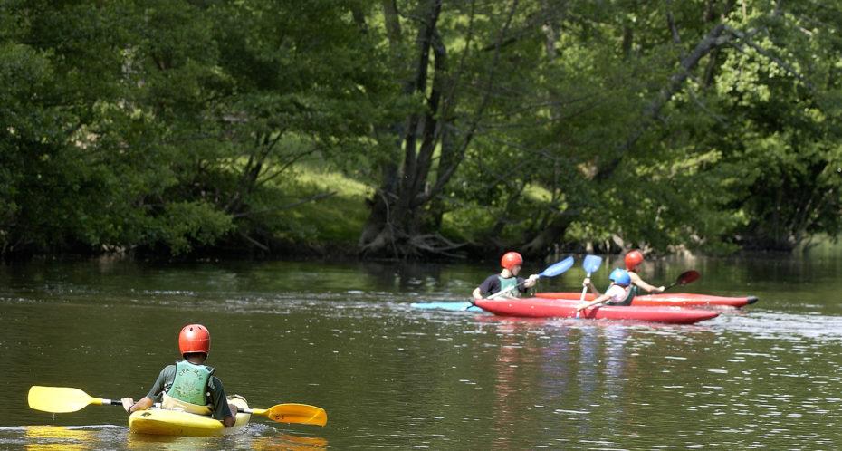 un groupe de kayakiste sur la Gartempe