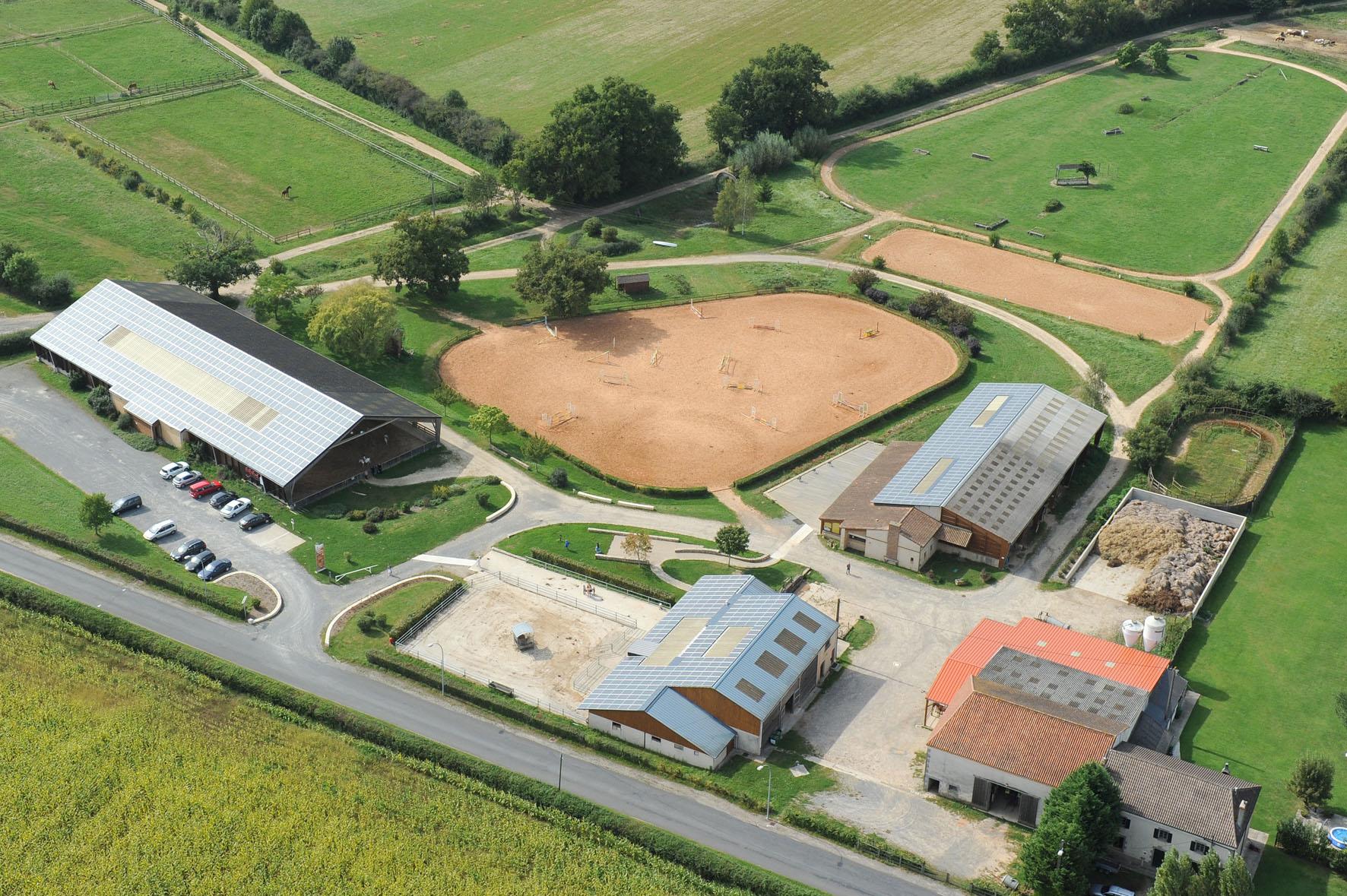 vue aérienne du centre équestre de Lathus