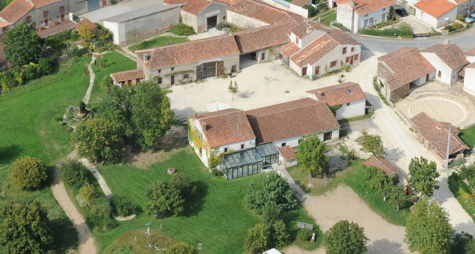 vue aérienne du Village du Peu et du rond de cirque