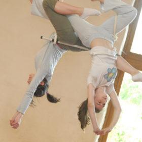 deux ados au trapèze