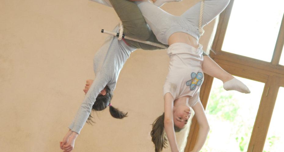 deux ados au stage trapèze