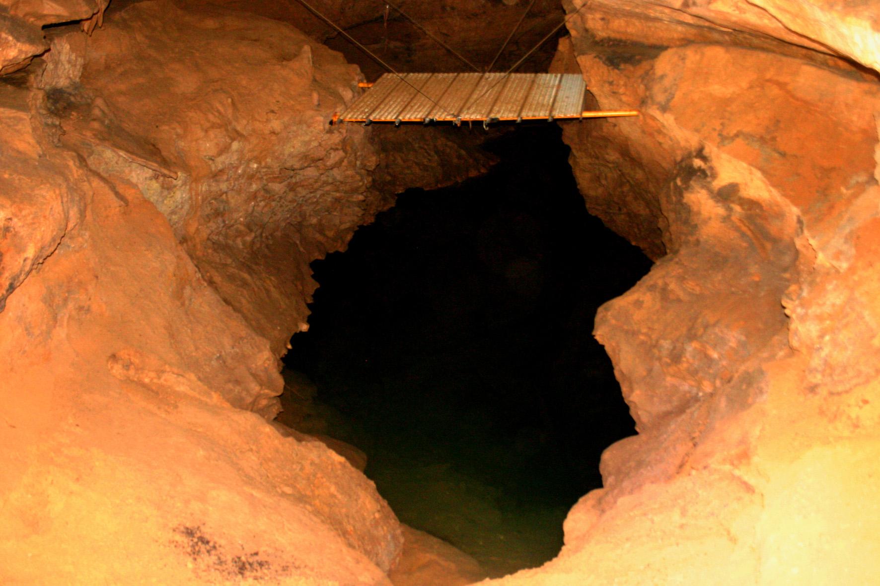 Vue d'intérieur de la grotte de Font Serein à Lussac-les-Châteaux
